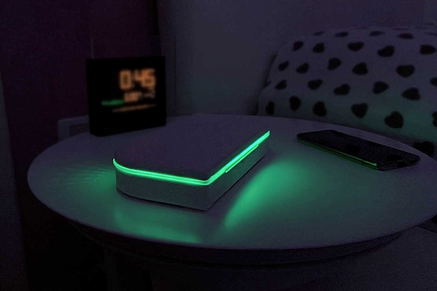 dimmenso smart light close with green light